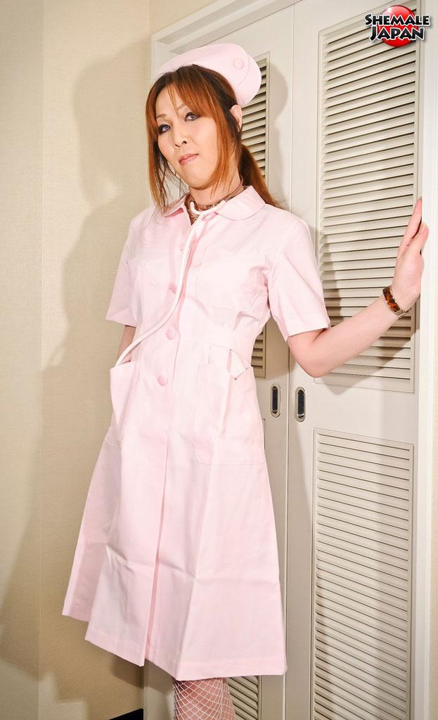 【ニューハーフ画像】この切なさは国宝級!白衣の天使ならぬ懐かしのピンクナースコスプレのニューハーフエロ画像発見! 01