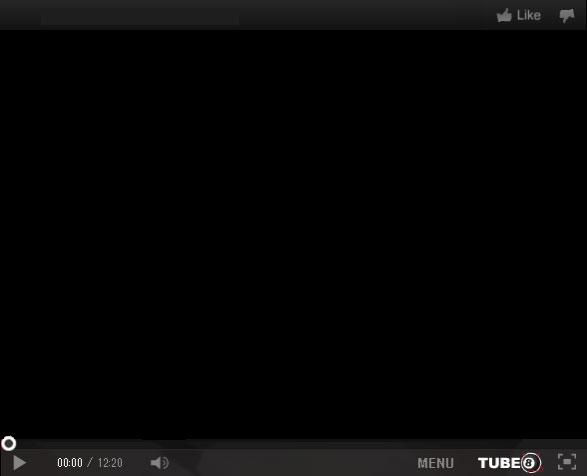 【ニューハーフ動画】えぇケツした佐々木紅ちゃん がマイクロビキニ姿とJK姿でオナニーShow(無修正)